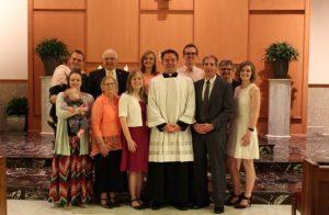 La familia de Christopher Tappel, LC estuvo presente durante la ceremonia de profesión perpetua.