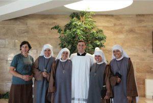 Un grupo de religiosas de la Fraternidad Arca de María acompañaron a Leopoldo Sayegh, LC en su profesión.