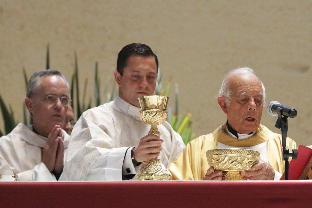 diácono como Jesús, el perfecto diácono que no vino a ser servido, si no a servir
