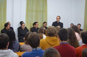 """""""¿Qué esperan de un sacerdote?"""": familias y jóvenes del Regnum Christi acuden al encuentro de los novicios en Córdoba"""