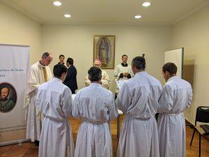 Mons. Fernando Ramos, obispo auxiliar de Santiago, ordenó diáconos a 4 legionarios de Cristo