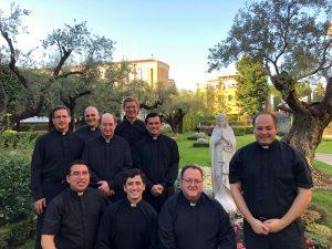 Once sacerdotes legionarios obtienen la licenciatura en teología
