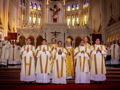 Mons. Alfonso Cortés ordena diáconos a cinco Legionarios de Cristo