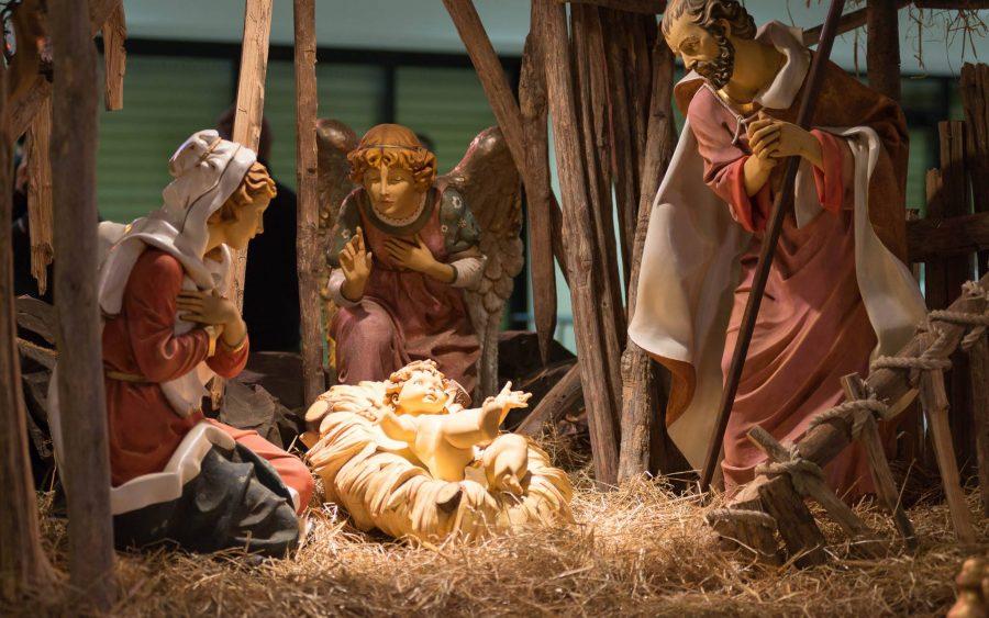 Misa de Navidad: «Se ha manifestado la gracia de Dios»
