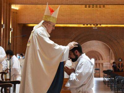 «Estás para arrodillarte y servir a los demás» — El Cardenal Osoro al P. Ignacio Rubio, LC, en su ordenación diaconal