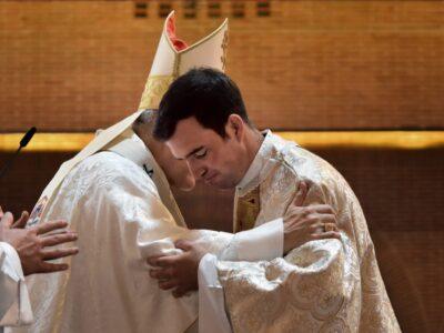 El Cardenal Osoro, en la ordenación sacerdotal del P. Rafael Pou, LC