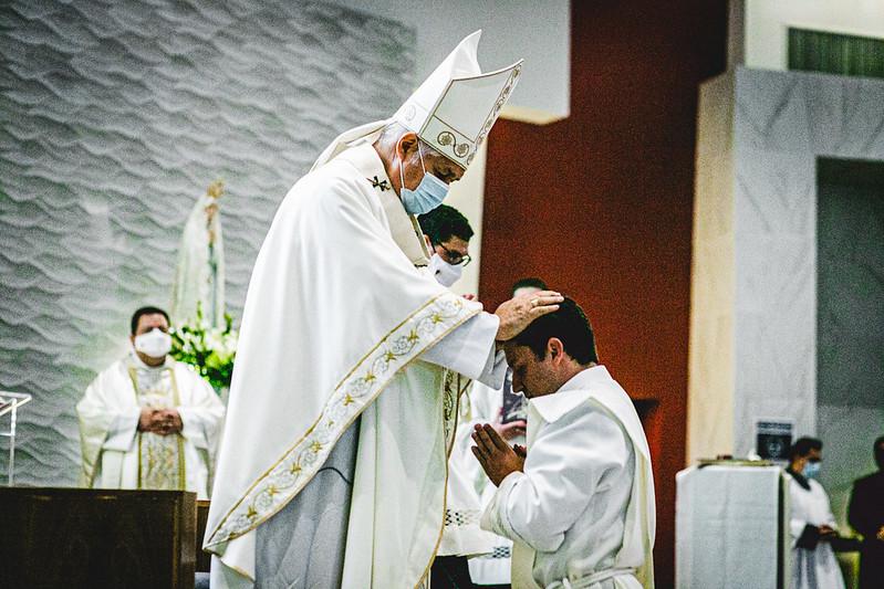 «Dios no me sacó de mi casa para tener una vida solitaria» – Ordenación sacerdotal del P. Vinicius Marques, LC