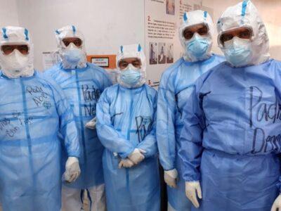 Sacerdotes llevan la Comunión a enfermos de COVID en El Salvador