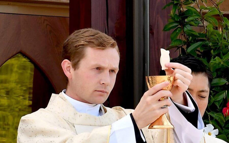El Padre Michael Sester se ordenó como sacerdote de los Legionarios de Cristo